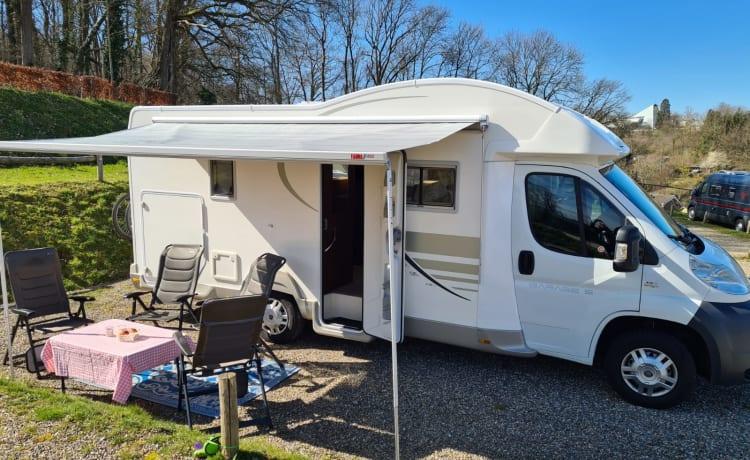 Steentjes – Gezellige 4 persoons Fiat Garage Camper