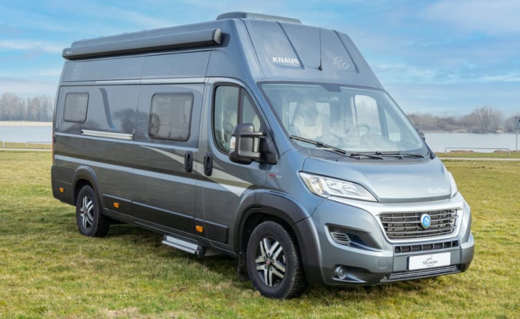 Super luxurious spacious bus camper, the most luxurious! With automatic transmission