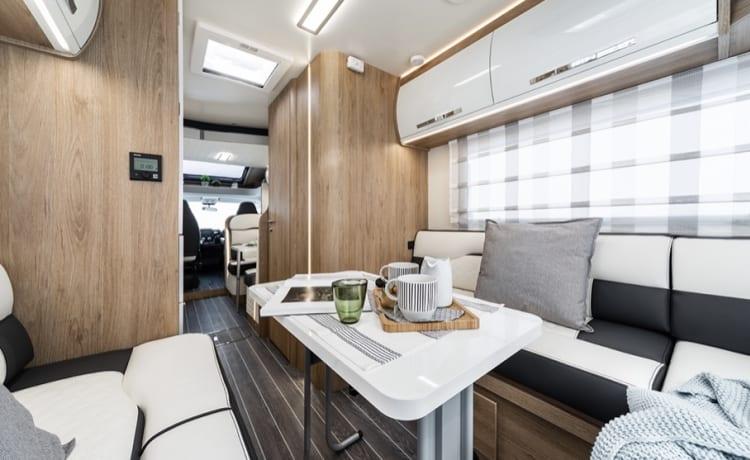 Brand new top spec  – Breezy camper huren