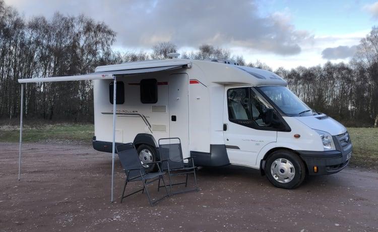 Maak kennis met 'Mr Bumble', onze gezellige camper, nieuwe renovatie. Compact, gemakkelijk te besturen en te parkeren