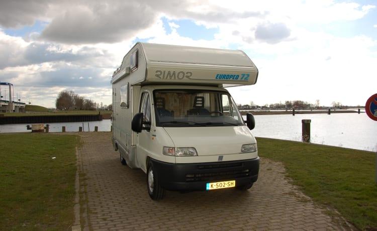 Rembo Camper – Spacious & cozy 5 person family camper