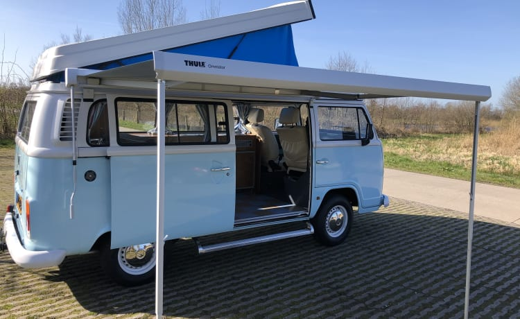 VW T2 Camping in 70s style with contemporary ease