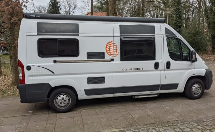 Campertrotter – Pössl Globescout, practical and manoeuvrable bus camper that runs very smoothly.