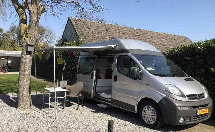 Flip – Comfortable bus camper, fully equipped, modern & compact