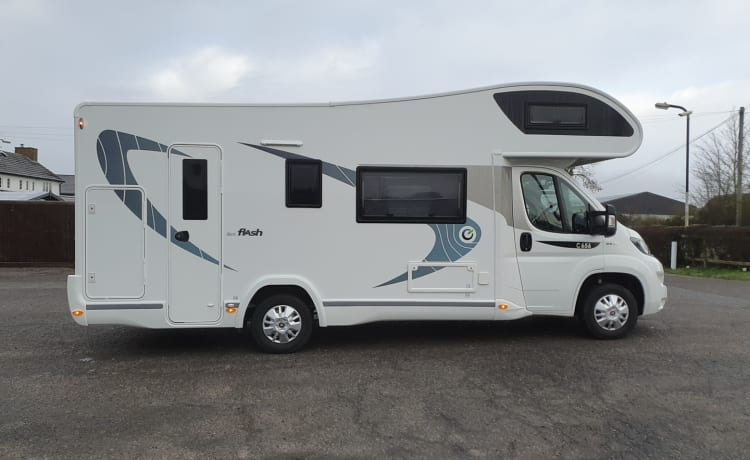 Luna 6 – Chausson C656 - 6-persoons camper