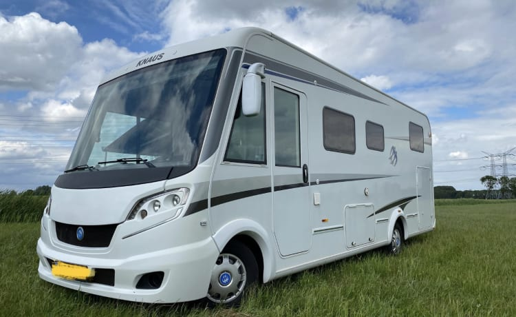 Knaus – Luxury KNAUSS, self-sufficient, length beds, 2x air conditioning, solar, XXL garage.