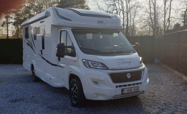 Mooie Fiat half-integraal camper uit 2019
