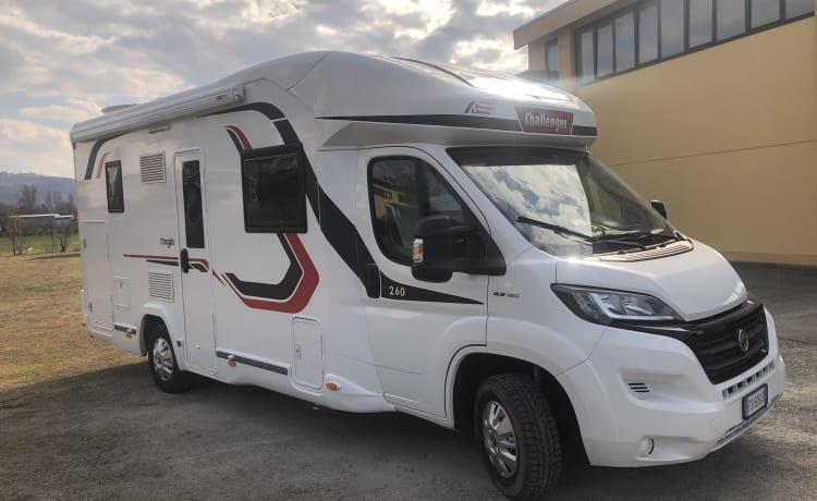 Paolo – Challenger MAGEO 230 super-equipped camper 2018