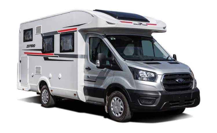 Boris – 2021 Gloednieuw Roller team 665 4-persoons camper