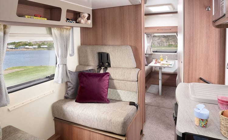 Henry – 6 bed luxurious Bailey Motorhome