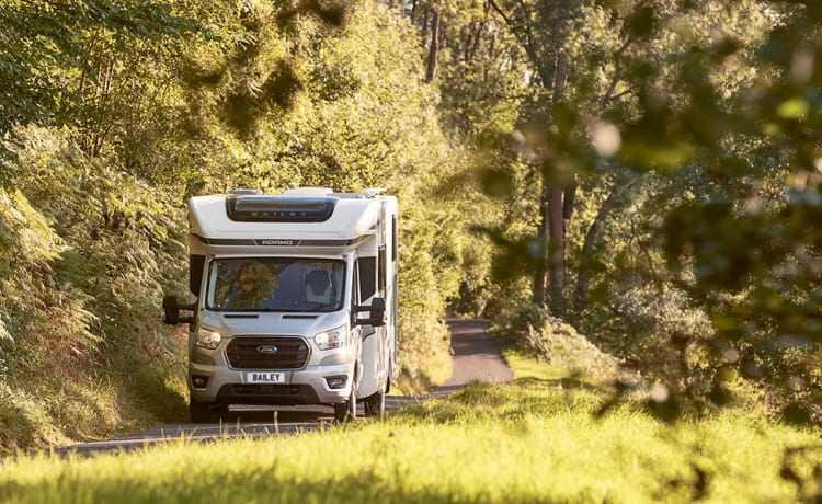 Rob – Luxuary 4 berth  automatic motorhome with Island bed