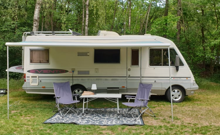 Lovely spacious retro camper, fully equipped!