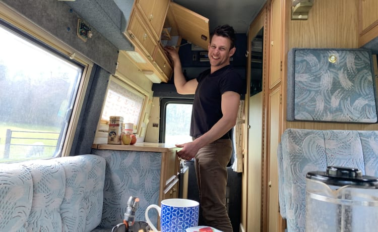 Cyril – Luxury off grid retro camper with power steering, toilet, shower