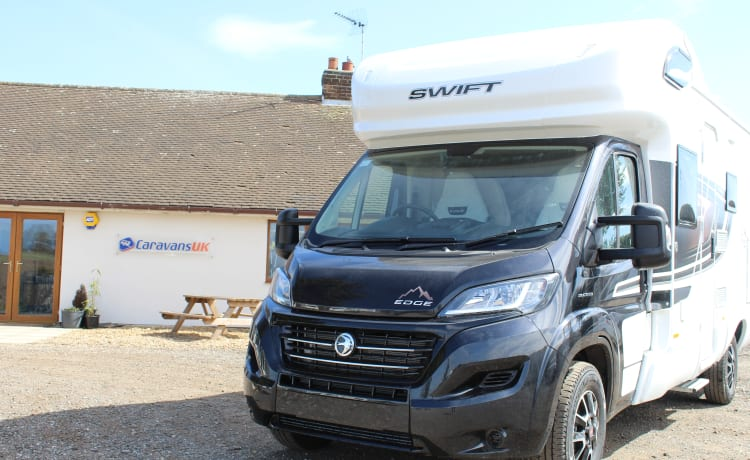 Little John – Our Luxury 2021 6 berth, Fixed Bed