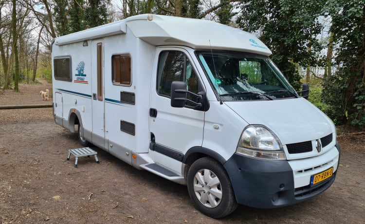 Imperial Traveller – Spacious camper for 2/4 people with 2 separate beds or 1 XL transverse bed