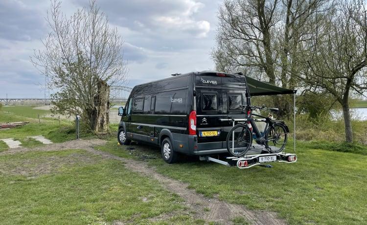 De Papegaai – Clever Van 636 Bus camper