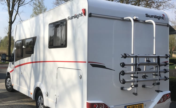 Queensbed! Ultieme camper met Queensbed, hefbed, garage, compl. uitgerust