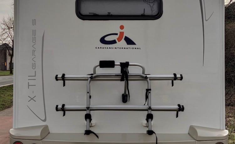 Luxe camper semi-integraal voor 4 personen CI X-Til Garage S