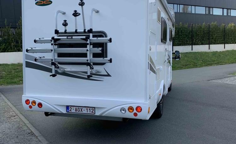 Modern family motorhome: MC Louis Glamys 40 - 6 pax - 2015