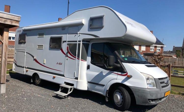 Ruime Ford CAPRON camper met XL garage.