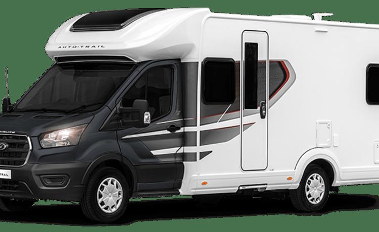 Bruce – Autotrail eerbetoon F70. 2021 luxe camper met 4 slaapplaatsen. Bekend als '' Bruce ''.