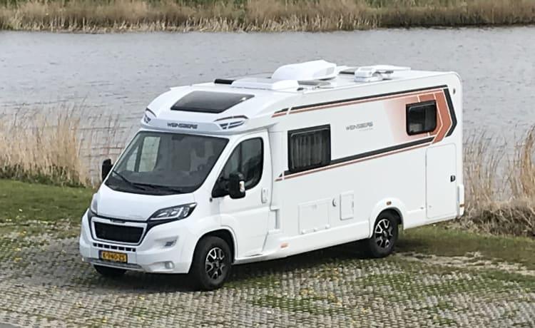 Luxe uitgevoerde (vrijwel) nieuwe camper met veel extra's