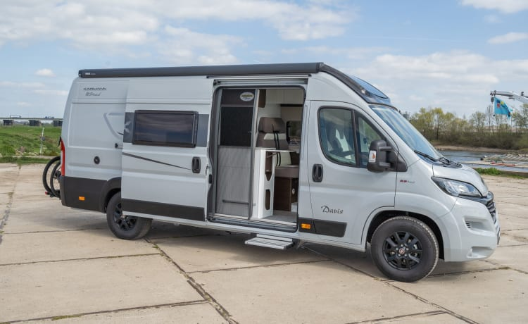 """Super new 6.36 bus camper with automatic transmission and solar panel, """"off the Grid nr 1"""""""