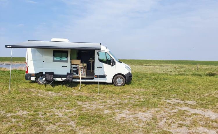 Beautiful spacious camper van 3 people, with parking heater!