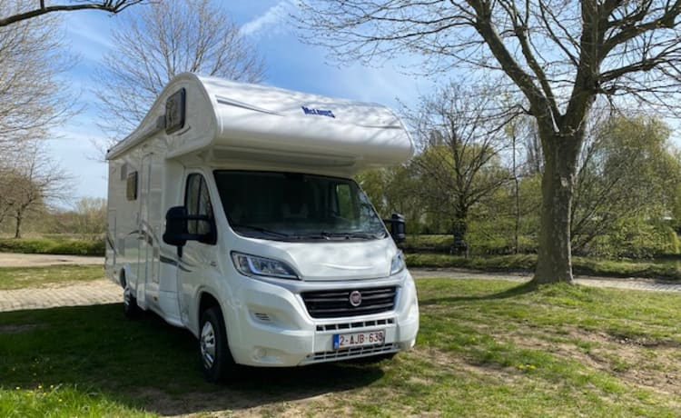 Carefree on the road with Fiat Mc Louis mobile home
