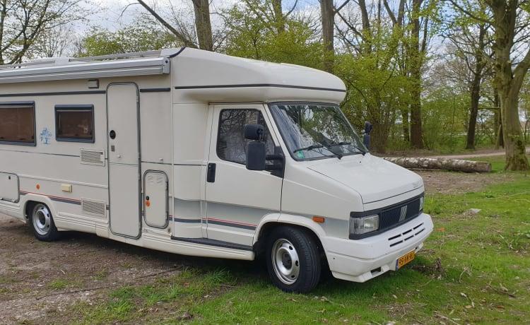 . – TOP luxe gemoderniseerde camper met veel extra's.