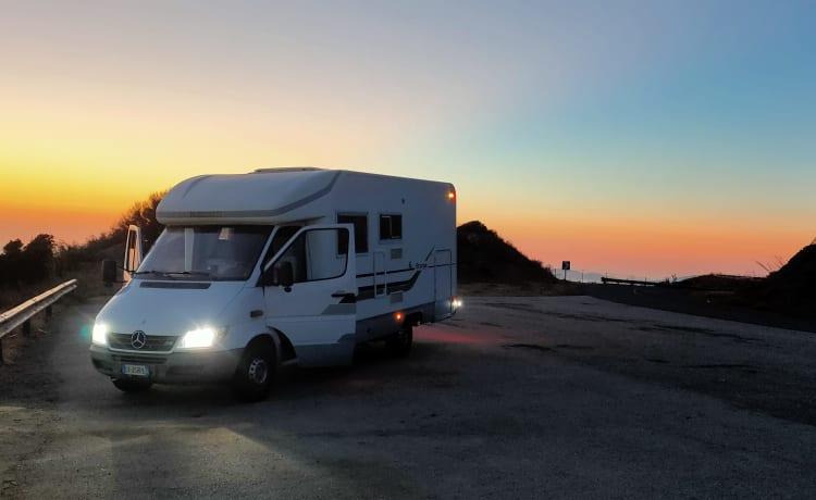 Adriatik stargo 690 – Semi-integrated camper