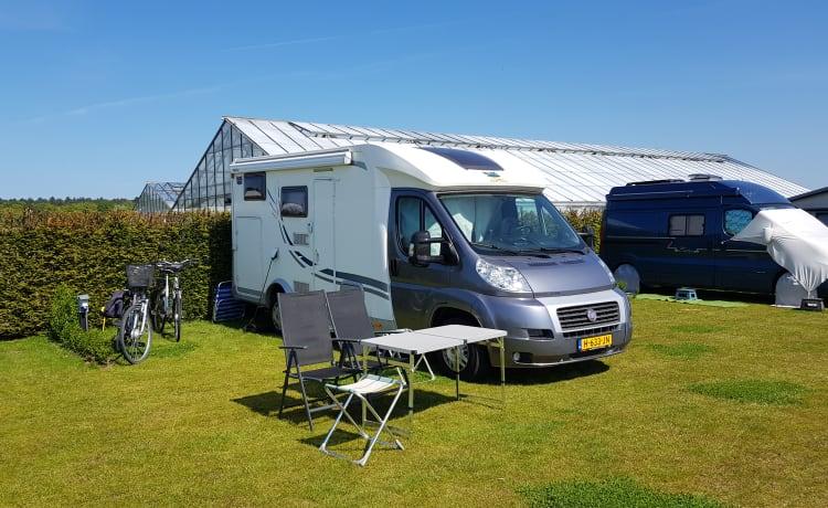 Camper di lusso per 3 persone con garage e motore da 131 CV