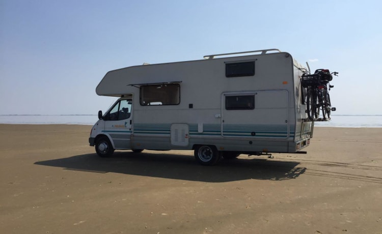 ruime camper – Adventurous spacious camper with sanitary facilities, suitable for families with children