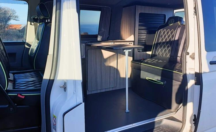 Betsy – VW T5 Campervan aan de kust van North Yorkshire