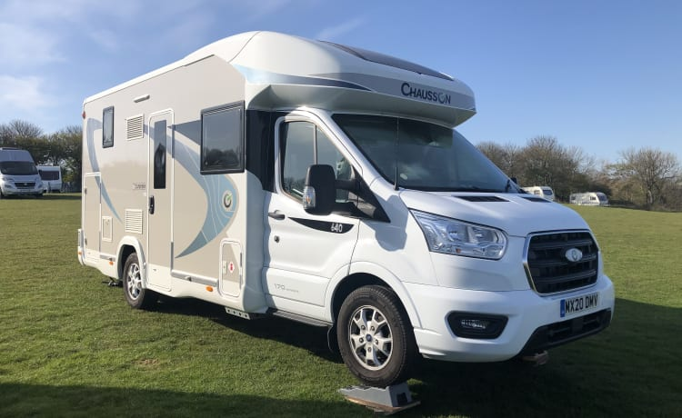 Luxury Motorhome (20 reg) with Flexible pick up/drop off times