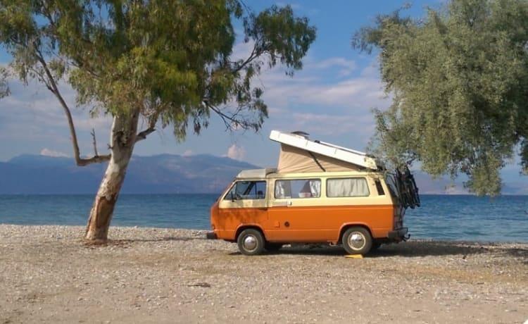 Retro Volkwagen T3 camper bus to completely unwind