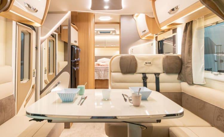 Arcka – Nieuwe, luxueuze camper 5 slaapplaatsen 2021