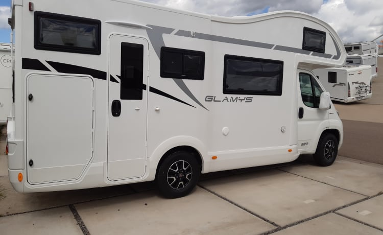 Luxonwheels – Mobile home McLouis Glamys 322