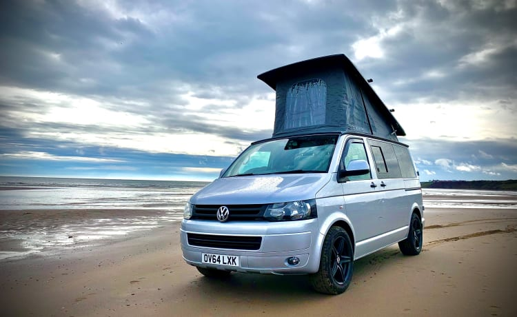 Gina D'Camper – Gina de fantastische VW-campervan - klaar om u mee te nemen op uw volgende avontuur.