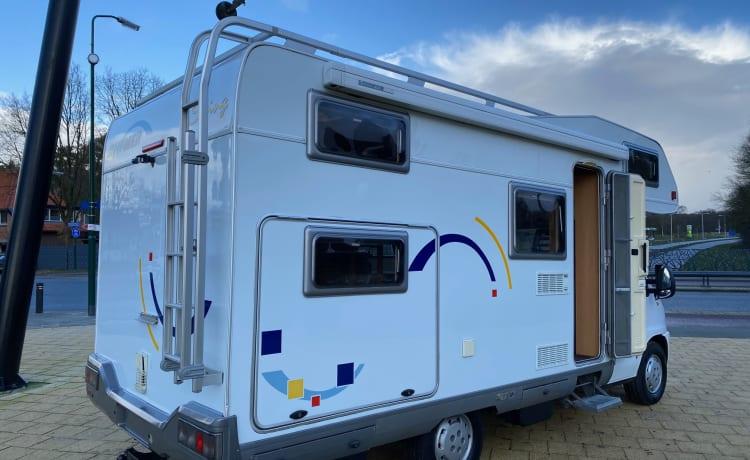 Swing – Een ruime Hymer Swing familie camper met stapelbed en toch compact!