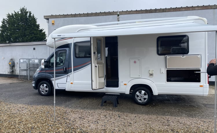 Hetty  – Hire Hetty!Spacious 4 berth motorhome, perfect for your staycation holiday