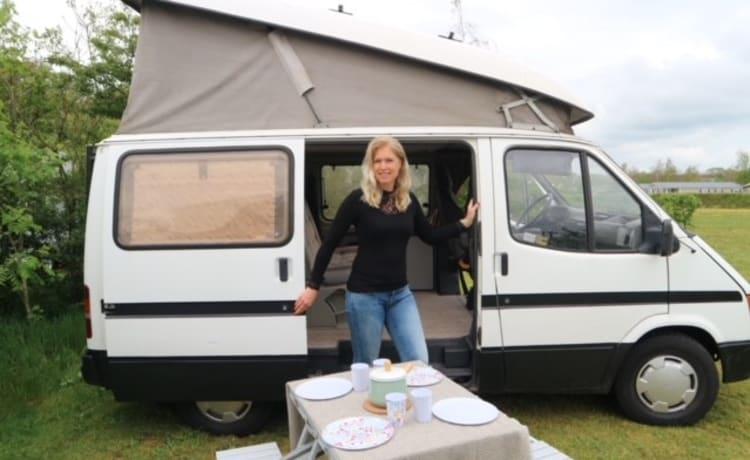 Carpe Diem – Compacte en gezellige camper met 4 zit en slaap plaatsen