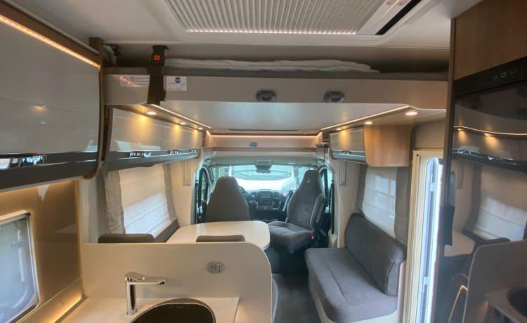 'BARCELONA' – Luxe Dethleffs Trend T 7017 EB uit 2020 met 2 enkele bedden en hefbed.