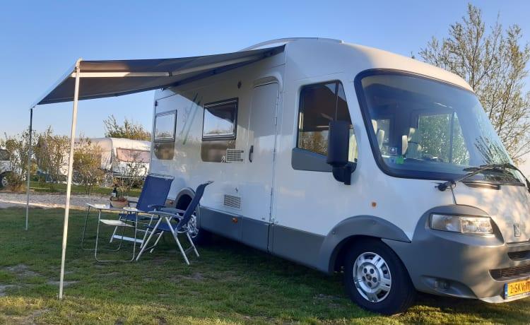 Complete en comfortabele integraal Knaus travel liner