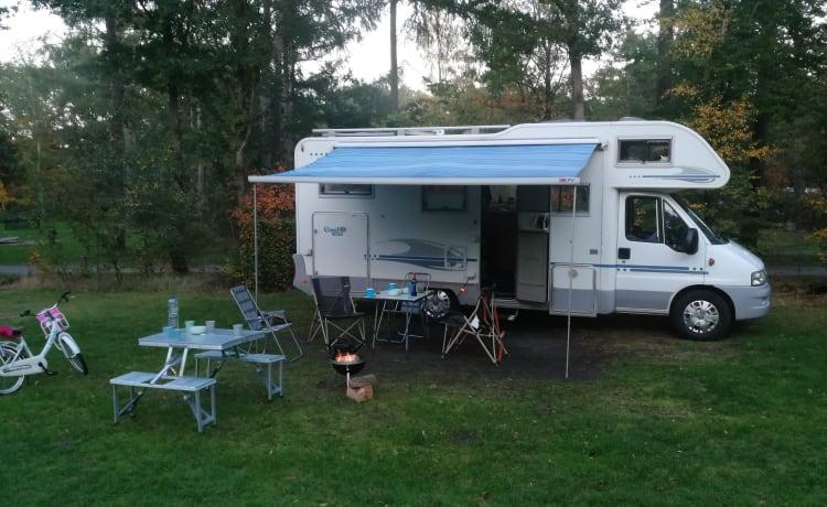 Zeer luxe en comfortabele 6 persoons Alkoof camper met 2 vaste ruime bedden