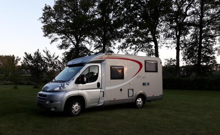 Large and Cozy holiday camper - Bürstner for 2-3 people!