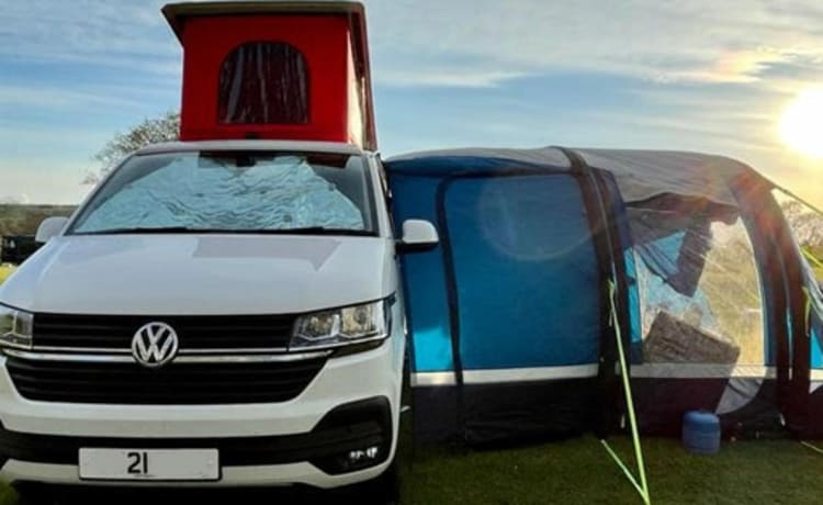 Ronnie – VW T6 Ready for your perfect stayaway
