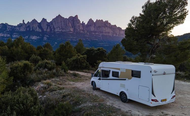 Fly and drive Valencia: Ruime camper met veel stahoogte!