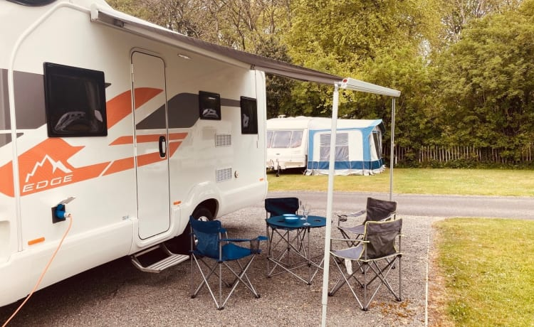 Suzie Swift – Luxe 6-persoons camper