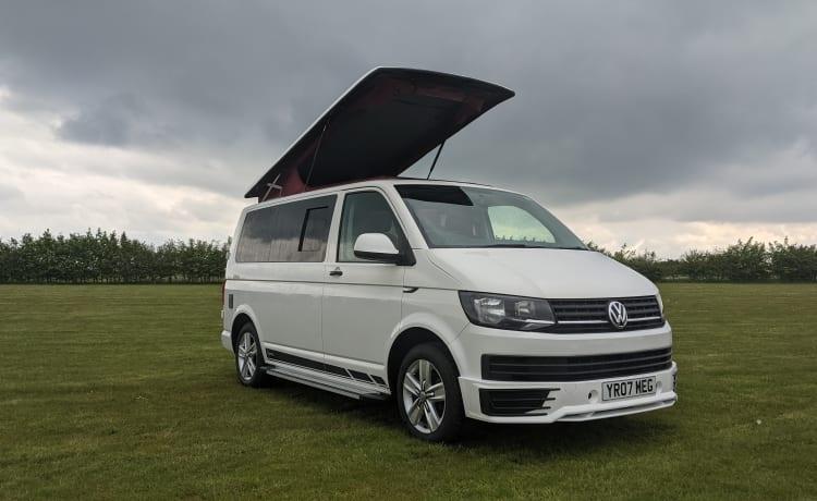 MEGAN – VW Transporter Eternity Expedition